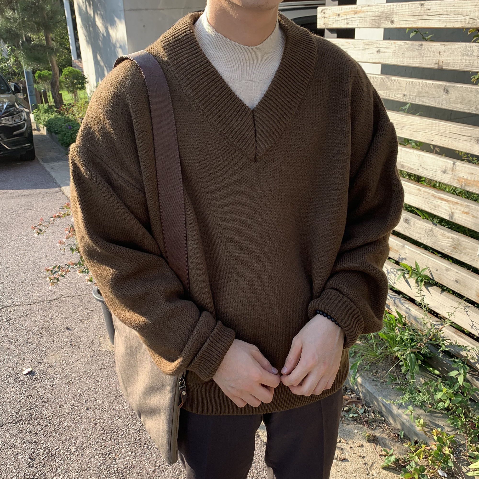 Over-fit HUKE V-neck Knit (BROWN) (가을에 재진행 예정)