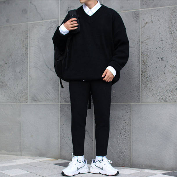 Over-fit PUSH V-neck Black Knit
