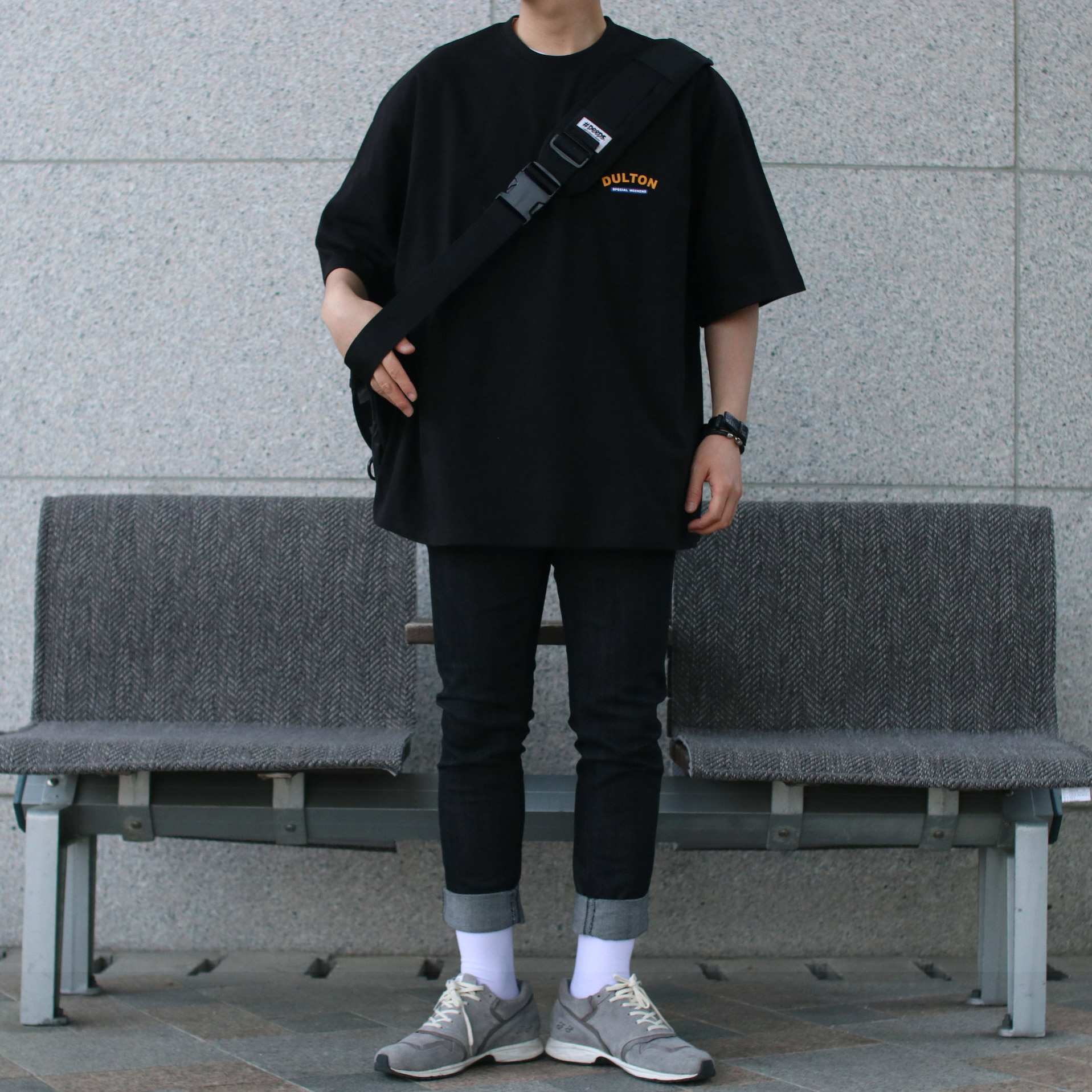 Avant-fit DULTON Black Tee