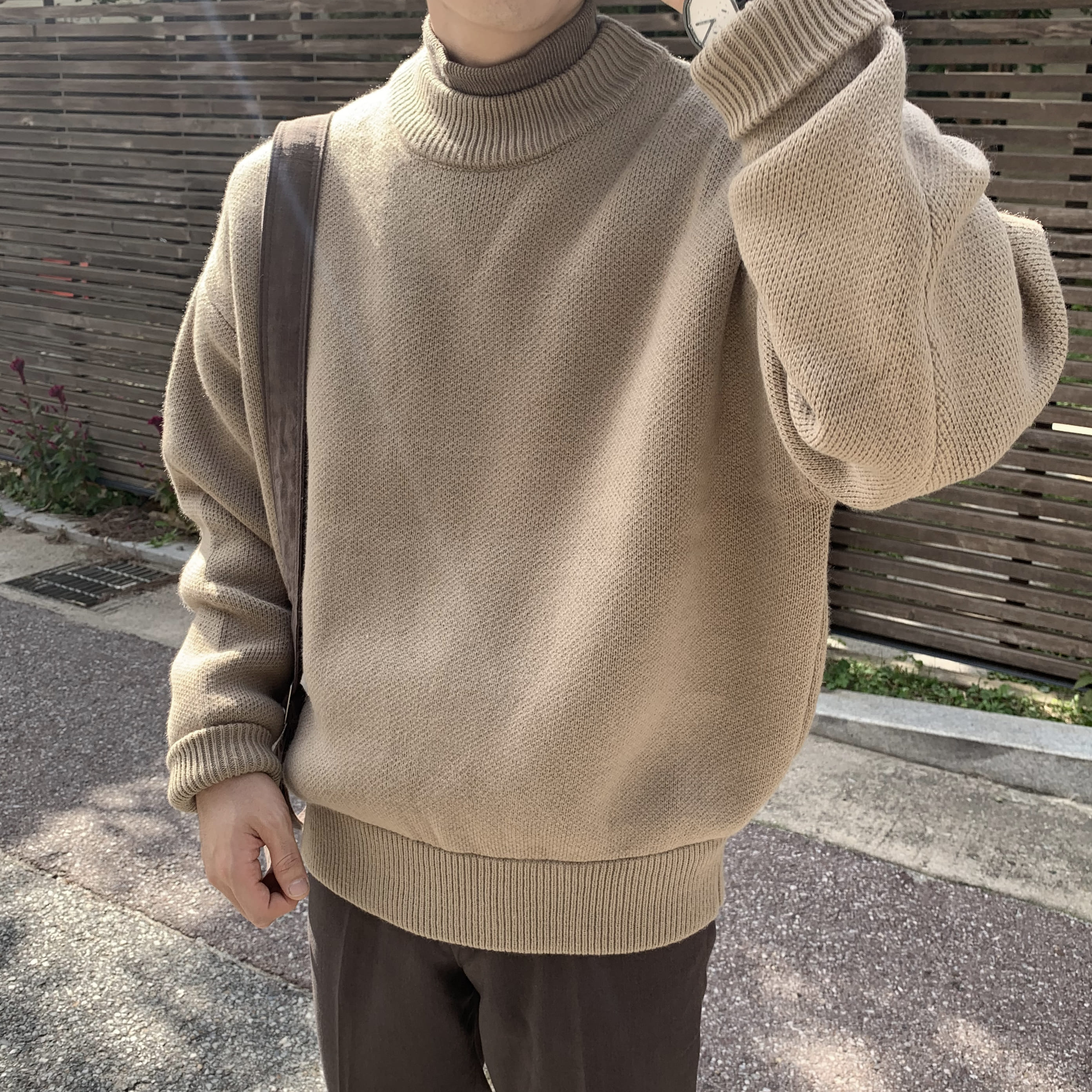 Over-fit HUKE Round Knit (Beige)