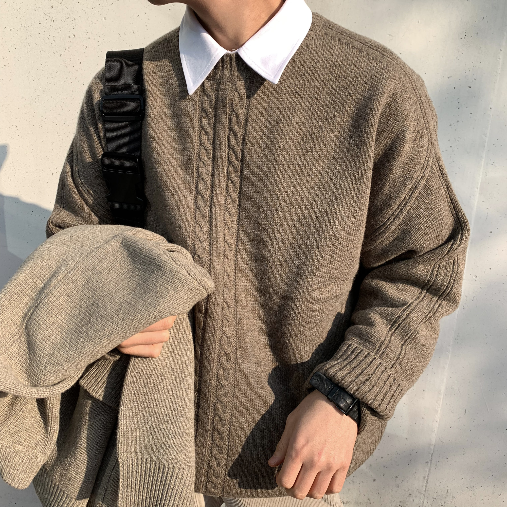 Over-fit Twist Round Knit (Brown)