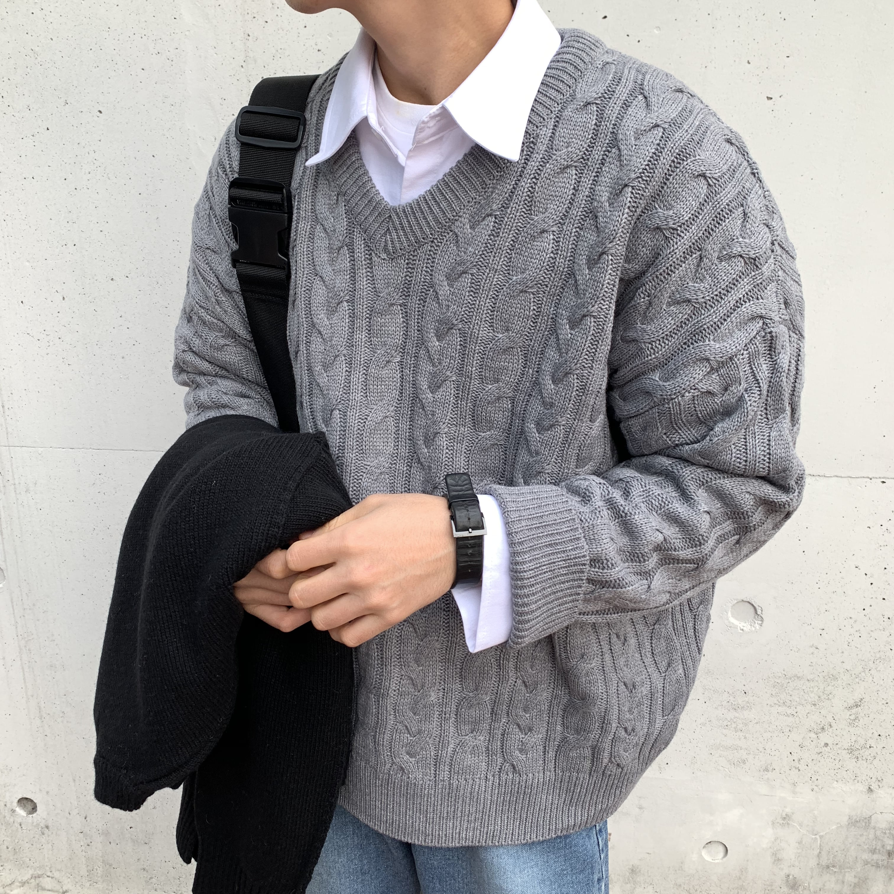 Over-fit FIVE V-neck Knit (Grey)
