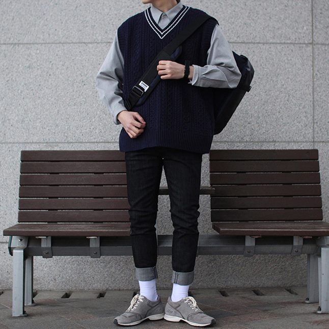 Over-fit SPENTS Navy 니트조끼